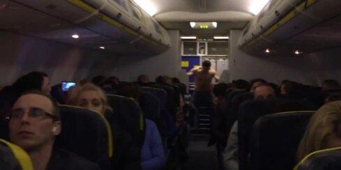 Kails 'Ryanair' pasažieris lidmašīnā sarīko grautiņu