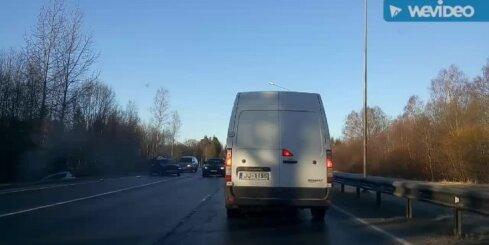 Autoavārijas sekas uz Jelgavas šosejas