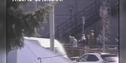 Policija aiztur ļaundares, kuras Vecrīgā centās apzagt tūristu pāri