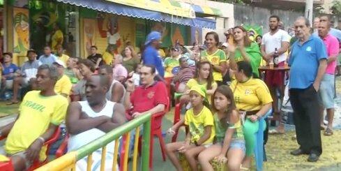 Futbola fanu emocijas Riodežaneiro graustu kvartālā