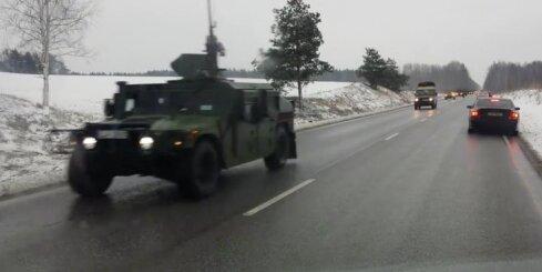 Latvijas armijas autokolonna uz Tīnūžu šosejas