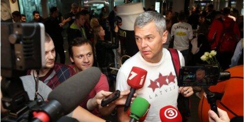 ФОТО, ВИДЕО: Как встречали в рижском аэропорту сборную Латвии