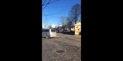 Auto degšana Rīgā