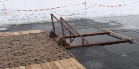 Pareizticīgie peldas Daugavā Jēkabpilī