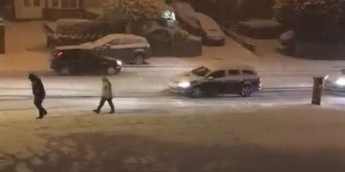 Lēnā satiksme sniega laikā Birmingemā