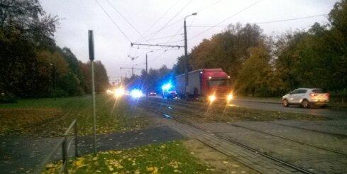 Rīgā avarē fūre
