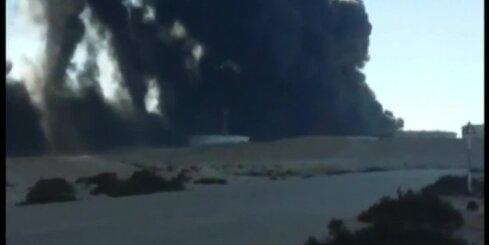 Pēc 'Daesh' uzbrukuma Lībijā aizdegušās milzīgas naftas tvertnes
