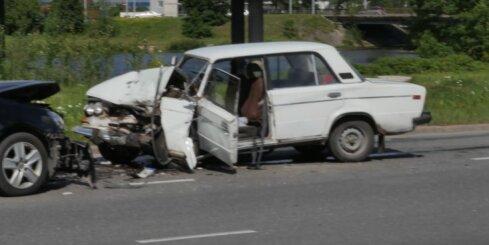 'Žiguļa' un VW sadursmē Mūkusalas aplī cietuši pieci cilvēki