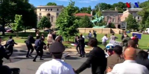 Erdogana apsardze Vašingtonā spārda protestētājus