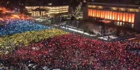 Десятки тысяч человек вновь вышли протестовать против правительства Румынии