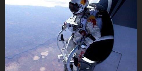Fēlikss Baumgartners gatavojas pārspēt skaņas ātrumu