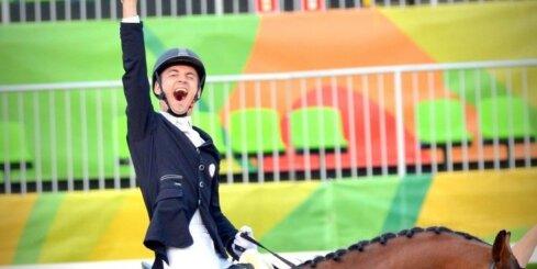 Латвийский паралимпиец Сникус завершил соревнования по выездке 5-м