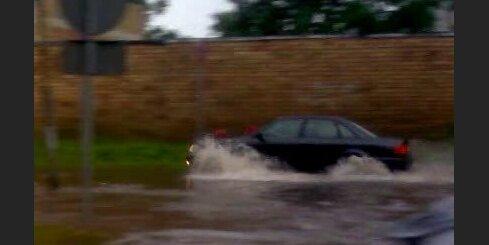 Plūdi Jelgavā pēc negaisa