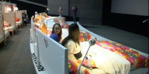 Kino Krievijā sēdvietas aizstāj ar gultām
