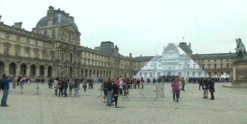 Francijā plūdu dēļ slēdz Luvras muzeju; steidz glābt mākslas vērtības