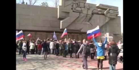 Video apskats: Putins atkal parādās publiski, cīņa pret 'Islāma valsti', Krimā svin okupācijas gadadienu