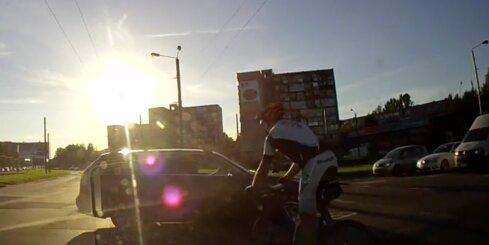 Kauņā nadzīgs BMW vadītājs gandrīz izraisa traģisku avāriju