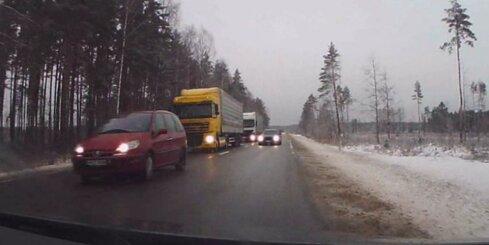 Ļoti bīstama avārijas situācija uz Rīgas apvedceļa