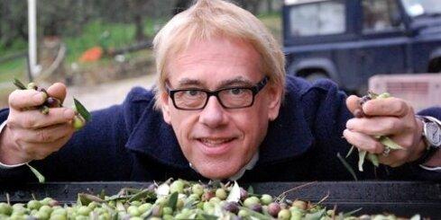 Rītiņš Itālijā vāc olīvas