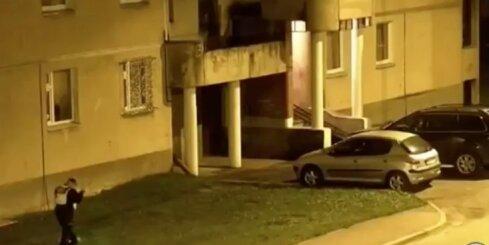 Pašvaldības policija aiztur automašīnu apzadzēju
