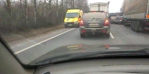 Autoavārija uz Bauskas šosejas