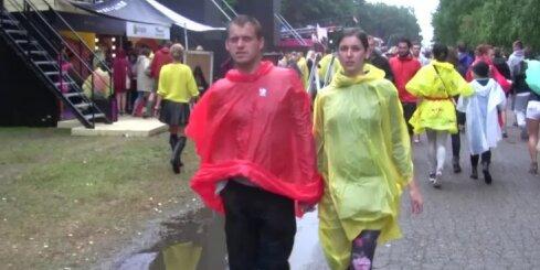 'Positivus' trešā diena - lietus, peļķes, bet tik un tā priecīgi cilvēki