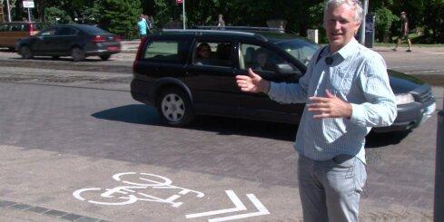 Krišjāņa Barona ielā velosipēda apzīmējums ar 'divām bultiņām'