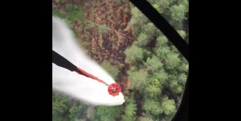 Turpinās meža ugunsgrēka dzēšanas darbi Valdgaldes pagastā