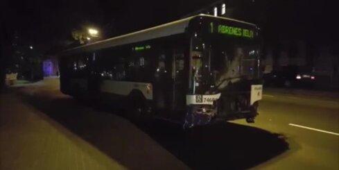 Brīvības gatvē avarējušā 'Rīgas satiksmes' autobusa evakuācija