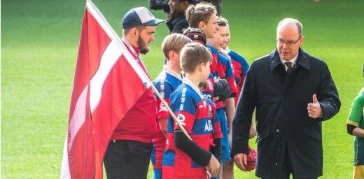 Foto: 'Mītavas' jaunie regbisti saņem rokasspiedienu no Monako prinča Alberta