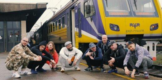 Noskaties! 'Very Cool People' publicē jestru stacijā un vilcienā filmētu video