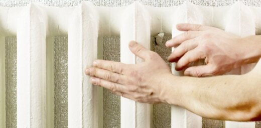 """Житель Иманты об отоплении: """"В квартире открыты окна и все равно +28!"""""""