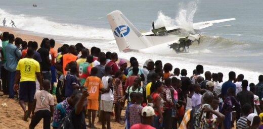 ФОТО: В Кот-д'Ивуаре упал в море военный самолет