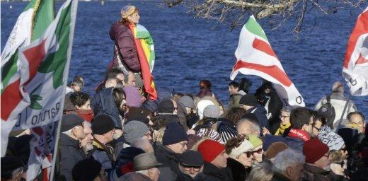 Itālijas valdošā partija brīdina par 'fašisma draudiem'