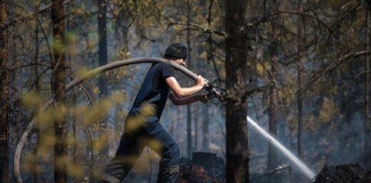 ФОТО: Как тушат горящие торфяники и лес в Талсинском крае