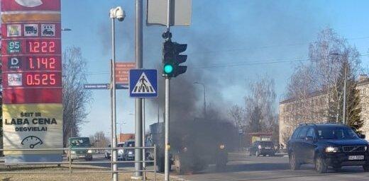 ФОТО: Рядом с бензоколонкой загорелся грузовик ГАЗ-53