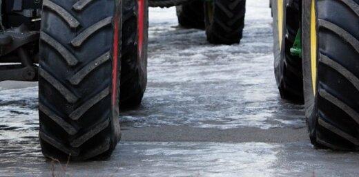 На территории терминала под колесами трактора погиб рабочий