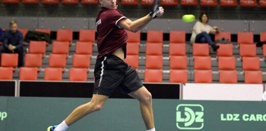 Tenisists Podžus sasniedz 'Challenger' turnīra kvalifikācijas izšķirošo kārtu Šanhajā