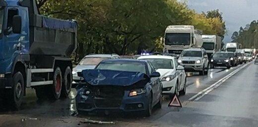 Aculiecinieka foto: Avārija un sastrēgums Lubānas ielā