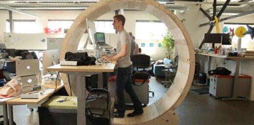 """""""Офисный планктон"""" в колесе: дизайнеры создали """"идеальное рабочее место"""" (видео)"""