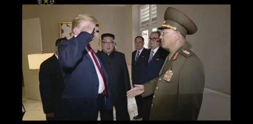Tramps salutē Ziemeļkorejas ģenerālim