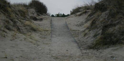 Трагедия на пляже в Лиепае: под песчаным обвалом погиб ребенок
