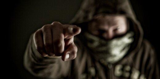 Агрессивный хулиган напал на полицейских и попытался скрыться