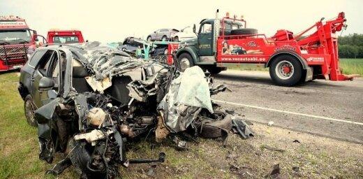 Foto: Autovedēja un VW sadursmē Igaunijā viens bojāgājušais