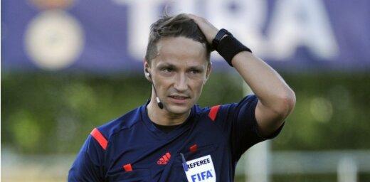 Latvijas futbola tiesneša Treimaņa brigāde pirmo reizi tiesās Pasaules kausa kvalifikācijas spēli