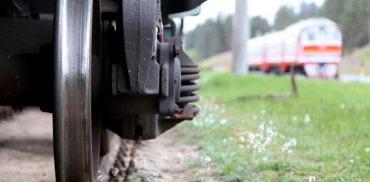 Smagā stāvoklī slimnīcā nogādāts zem vilciena Ikšķilē pakļuvis cilvēks