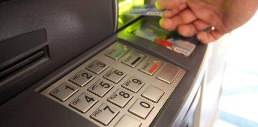 Сотрудника полиции будут судить за снятие денег с чужой карточки