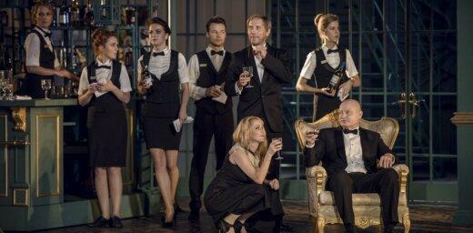 Foto: Jaunā traģikomēdija 'Svinības' – sezonas pirmā pirmizrāde Dailes teātrī