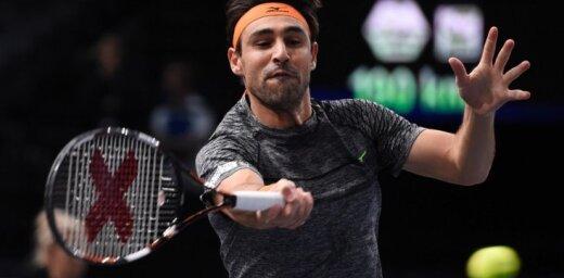 Video: Bagdatis Oklendas tenisa turnīrā mača laikā sevi apfrizē