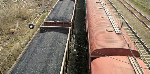 Uz Latvijas ostām pa dzelzceļu ved neplānoti daudz ogļu kravu